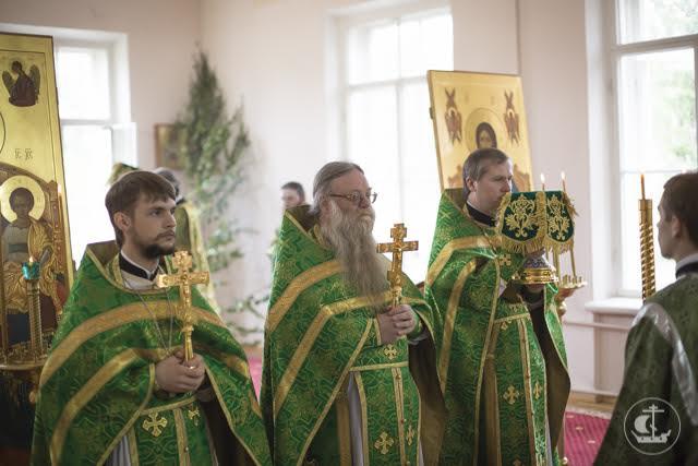 В праздник Святой Троицы архиепископ Амвросий совершил свою сотую священническую хиротонию