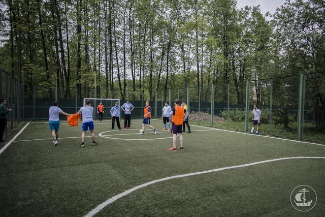 Архиепископ Амвросий наградил лучших футболистов Духовной Академии