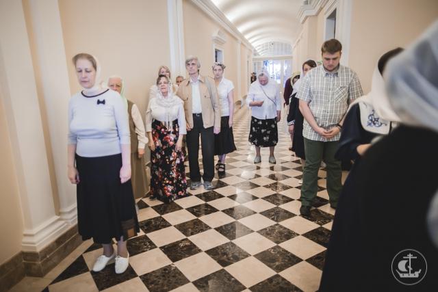 В день Святого Духа студенты Академии молились в трех академических храмах
