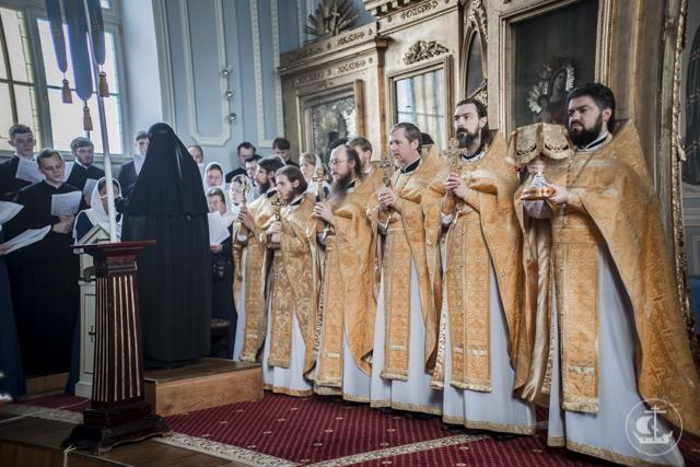В Неделю Всех святых учащиеся Духовных школ молились за богослужениями