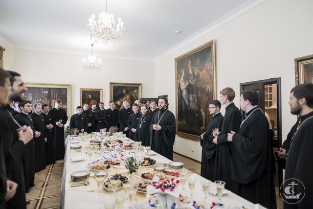 Архиепископ Амвросий встретился с выпускниками аспирантуры и магистратуры