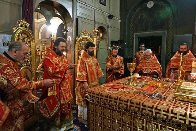 Ректор Академии совершил ночную литургию в кафедральном соборе г. Львова