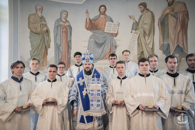 Двенадцать студентов Духовной Академии посвящены во чтецов за воскресными богослужениями