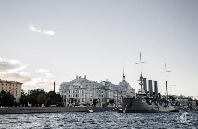 Новые студенты Академии увидели Петербург с воды