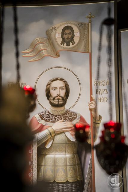 Учащиеся Духовной Академии молились в Александро-Невской лавре накануне дня памяти святого Александра Невского