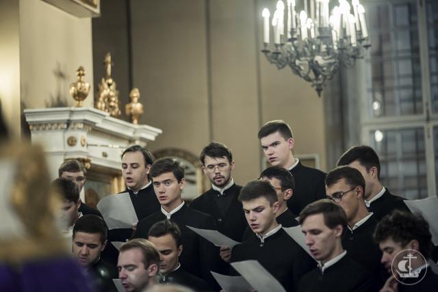 Студенты Духовной Академии поклонились мощам преподобного Силуана Афонского