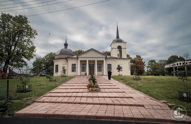 Cтуденты Духовной Академии навестили родителей Коли Трофимука и помолились у места его погребения