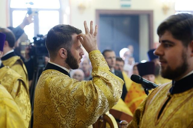 Аспирант Духовной Академии принял участие в сурдопереводе Патриаршей Литургии