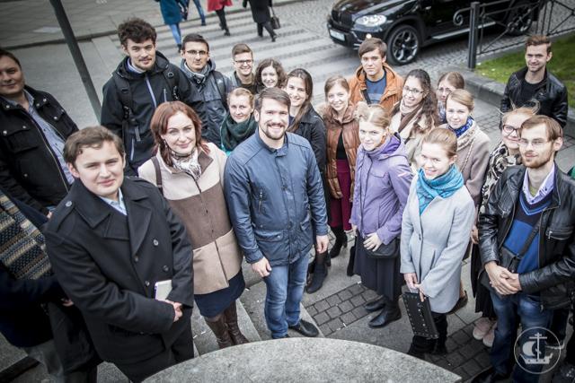 Живая история. Вновь поступившие студенты прошли пешей экскурсией по центру Петербурга