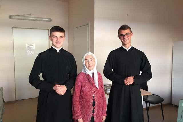 Студенты Академии поздравили пациентов Хосписа №1 с Международным днём пожилых людей