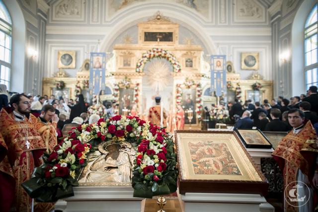 17 архиереев совершили Божественную литургию в день 70-летия возрождения Духовной Академии