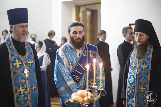 В Академии прошли богослужения в честь великого праздника Покрова Пресвятой Богородицы.