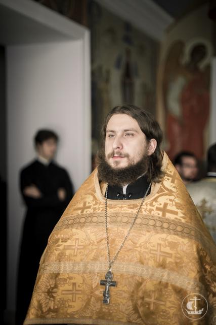 Аспирант Академии рукоположен во диакона за воскресным богослужением