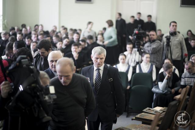 ФСБ передала Академии иконы, конфискованные у контрабандистов