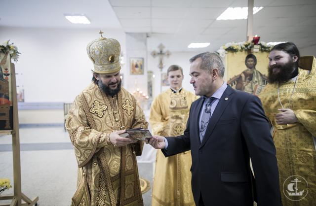 Студенты и курсанты Духовной и Военно-медицинской Академий вместе молились на воскресной Литургии