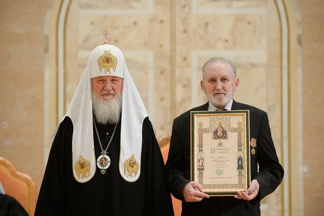 Святейший Патриарх наградил М.И. Ващенко за сохранение традиций церковного пения