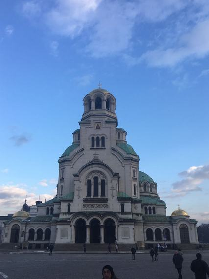 Митрополит Ловчанский Гавриил и архиепископ Петергофский Амвросий совершили Божественную литургию в Никольском храме г. Софии