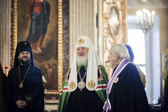 Архиепископ Петергофский Амвросий сослужил Святейшему Патриарху Кириллу в Троицком соборе Александро-Невской лавры