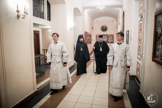 Академия почтила богослужением воскресный день и память святителя Филиппа Московского