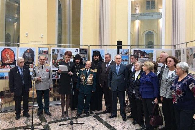 Архиепископ Амвросий принял участие в открытии выставки «Девять лет – девять стран … и сотни добрых историй»