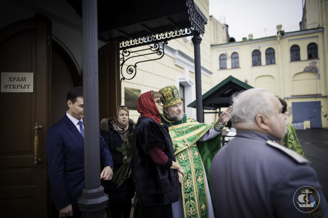 Конференция «Вера и Дело» открылась Божественной литургией в домовом храме Гостиного Двора