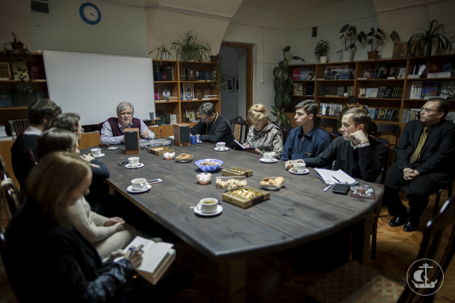 О духовной значимости обиходного напева говорили в Книжной гостинной