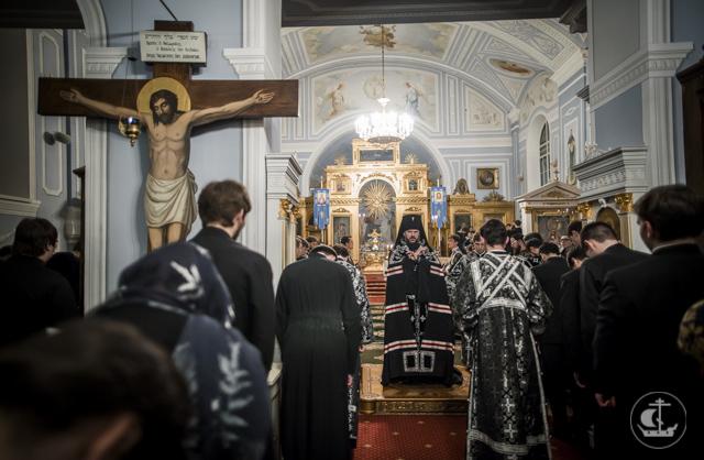 Академия молится о пострадавших и погибших в теракте