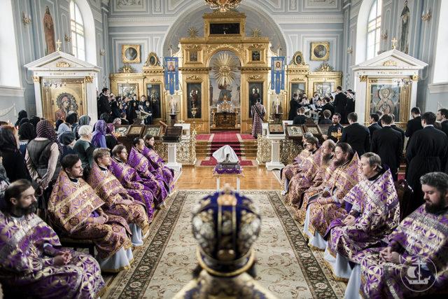 Архиепископ Амвросий совершил чин умовения ног