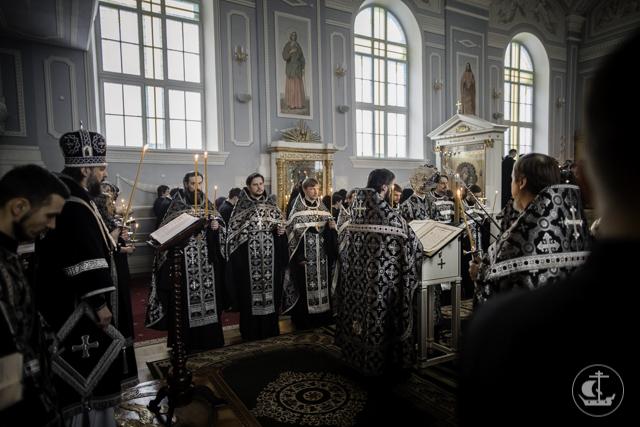 В Академии совершена служба «Двенадцати Евангелий»