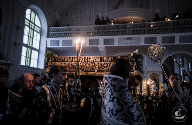 В Академии совершена утреня Великой Субботы с чином погребения плащаницы