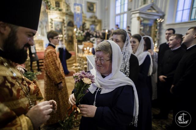 Академия поздравляет всех женщин с днем памяти жен-мироносиц
