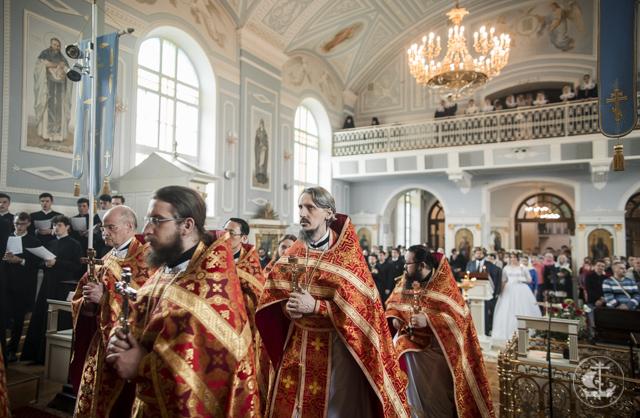 Архиепископ Амвросий совершил венчальную Литургию