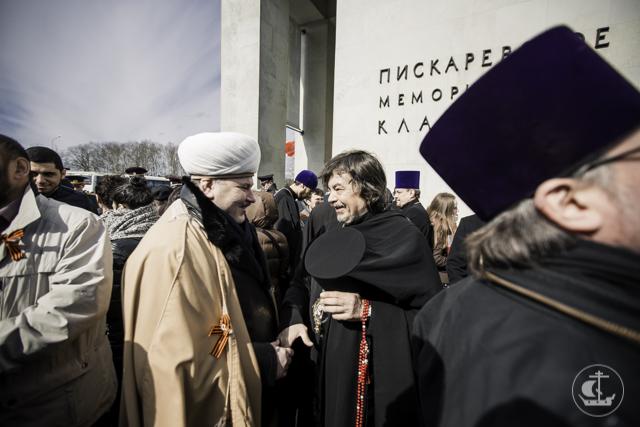 Секретарь Ученого совета принял участие в торжественной церемонии возложения цветов на Пискаревском кладбище