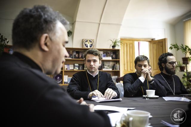 В Книжной гостиной состоялись заседания секций библеистики