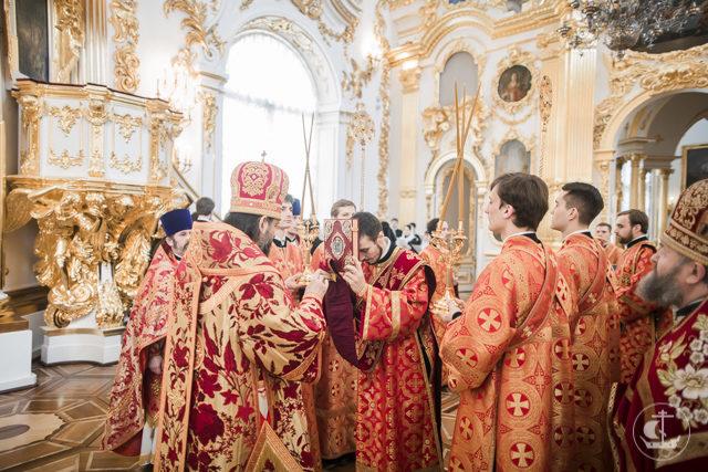 Спустя сто лет: в домовом храме Эрмитажа совершена первая после революции архиерейская Литургия