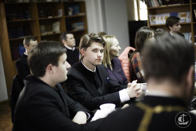 О пасхальных мотивах в русской музыкальной традиции говорили в книжной гостинной