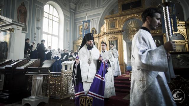 Духовная Академия молилась об усопших за вечерними богослужениями Троицкой родительской субботы