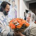 Архиепископ Амвросий после Литургии в Успенском храме поздравил сотрудников академии с личными датами