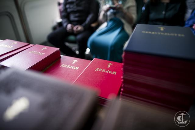 140 выпускников епархиальных курсов получили дипломы