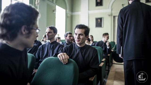 Архиепископ Амвросий объявил студентам выпускных курсов результаты распределения