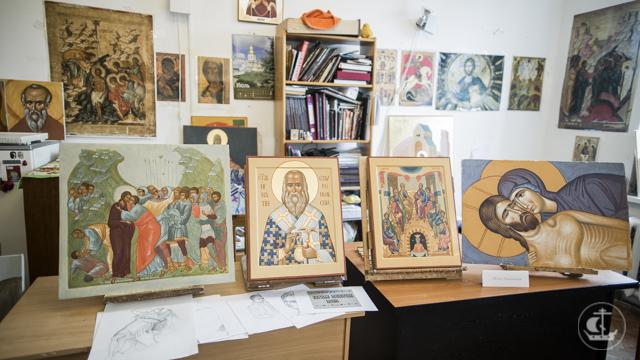 На иконописном отделении прошел смотр семестровых и выпускных работ