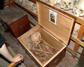 В могилу на три года