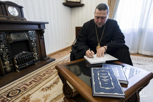 Епископ Североморский Митрофан презентовал в Академии книгу о средневековой истории Кольского Севера