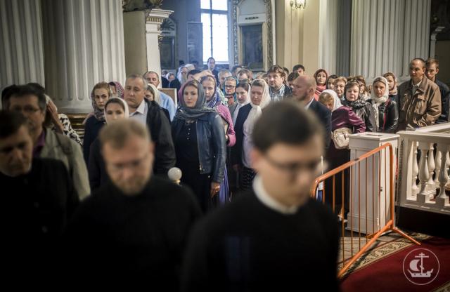 Студенты и сотрудники Академии побывали у мощей Николая Чудотворца