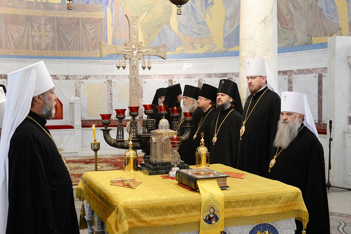 Архиепископ Петергофский Амвросий принял участие в Патриаршем богослужении в Кронштадте