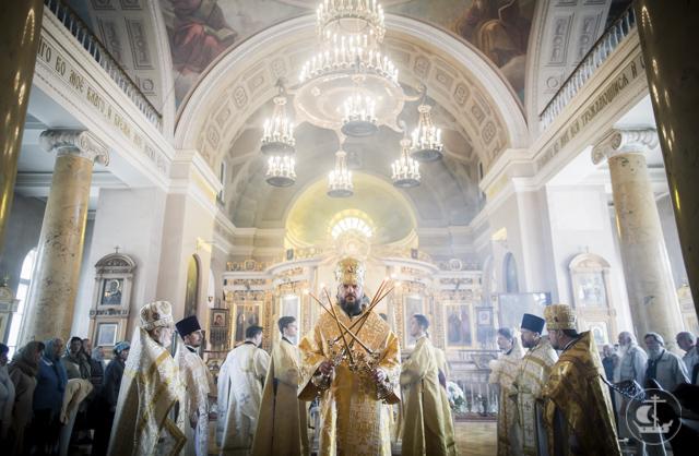 Архиепископ Амвросий возглавил престольные торжества храма Спаса на Конюшенной
