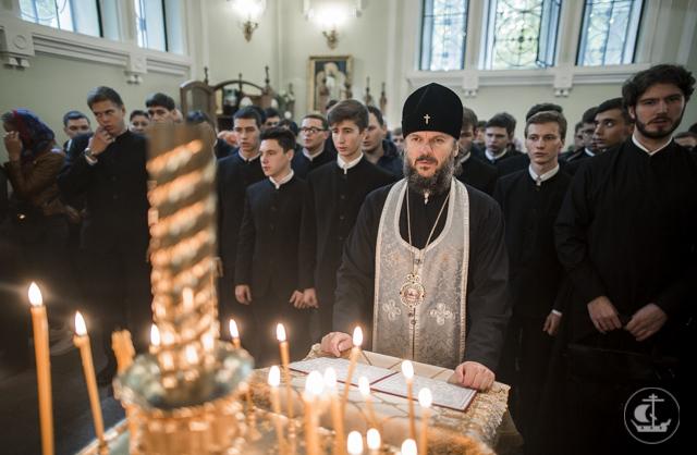 Новые студенты Академии посетили святые места города на Неве