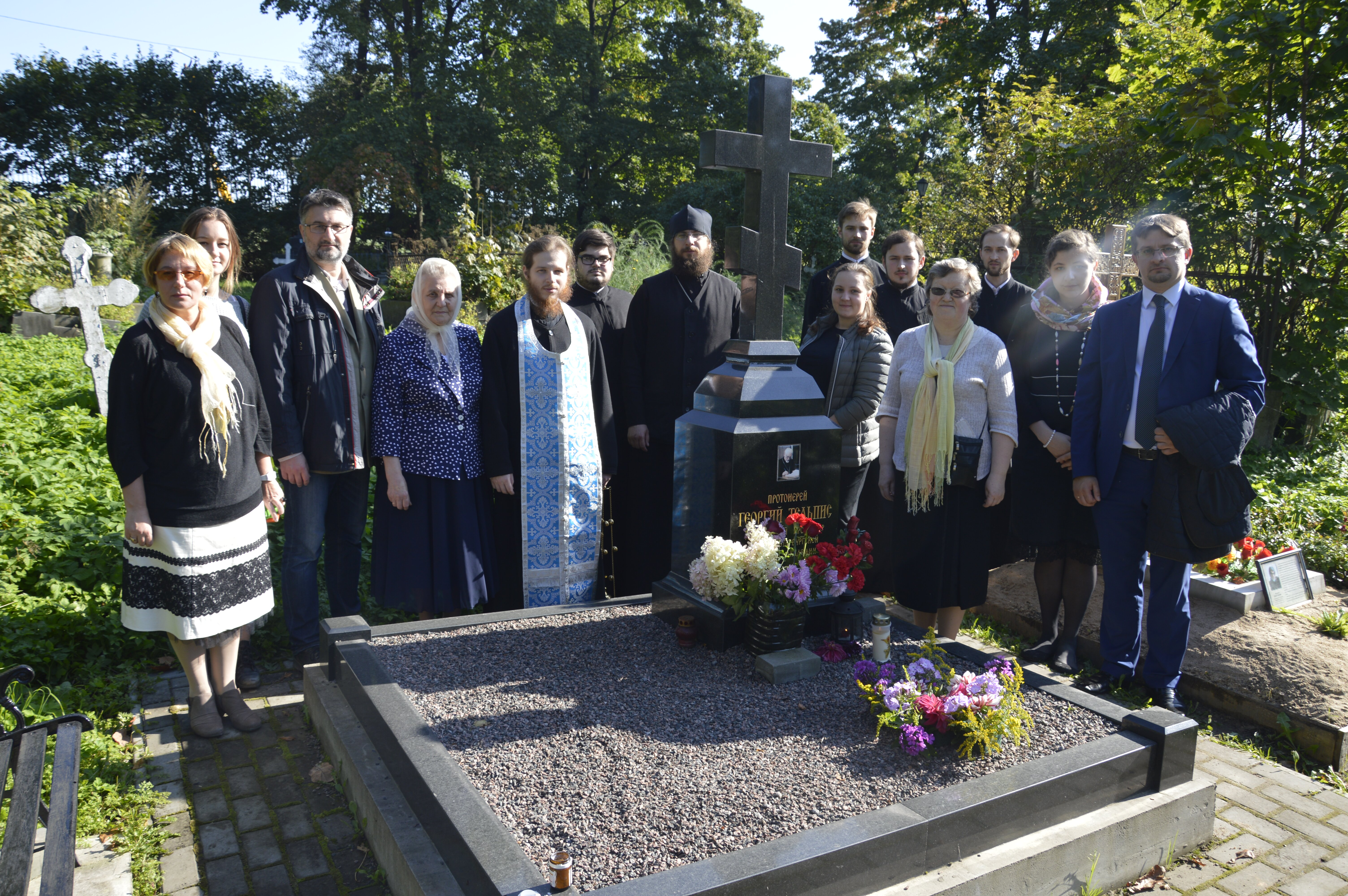В пятую годовщину преставления протоиерея Георгия Тельписа студенты совершили литию на его могиле