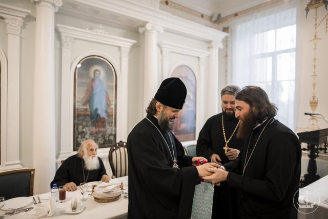 Архиепископ Амвросий наградил победителей студенческого шахматного турнира