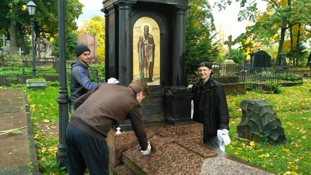 Студенты Академии привели в порядок могилы почивших наставников